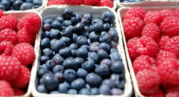 The Powerful Benefits of Superfoods Including Spirulina And Acai Berries
